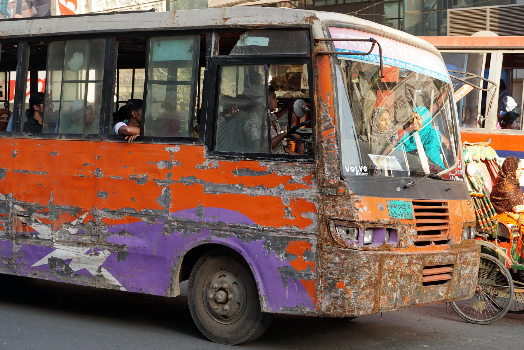 Bus in Dhake